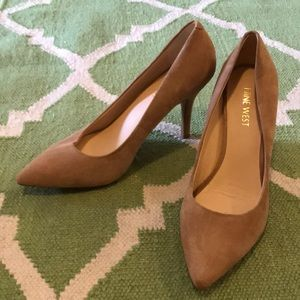 Nine West Nude Pumps. Great condition.
